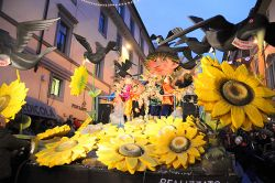 b_250_0_16777215_00_images_stories_ronciglione_carnevale-ronc1.jpg