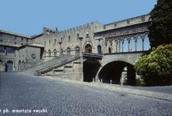 b_250_0_16777215_00_images_stories_viterbo_palazzo-dei-papi.jpg