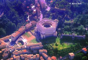 b_300_0_16777215_00_images_stories_caprarola_caprarola_aerea.jpg