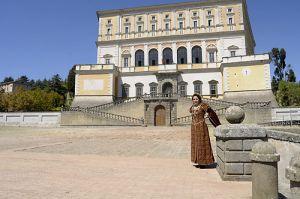 b_300_0_16777215_00_images_stories_caprarola_guida-costume1.jpg